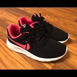 💕Youth Girls Nike's size 3.5💕